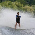 Faire du Barefoot (ski nautique sans ski) – Tiré par un hydravion