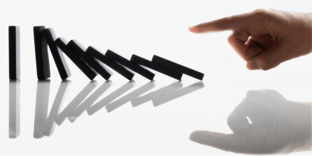 Avoir créé une réaction en chaîne en dominos