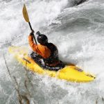 Faire du kayak dans un tuyau