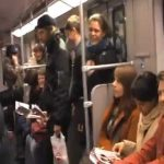 Avoir un fou-rire dans les transports en commun